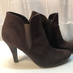 MADELINE WOMEN'S SIZE 8.5M BROWN STELLA SHOES